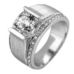 Man ring with side diamonds