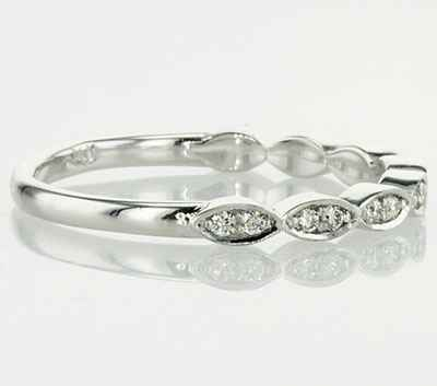 Scalloped diamonds wedding band