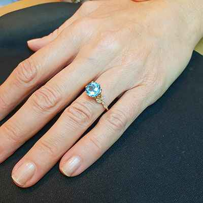 2.5 carat Aquamarine and diamonds engagement ring