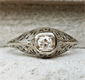 Foto Anillo de compromiso Art Deco genuino de la década de 1920 con diamante natural de 0,20 quilates de